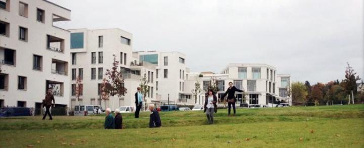 Students in front of the Killesberghöhe in Stuttgart. (c)